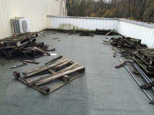 Recherche et réparation des fuites dans un magasin, nettoyage des toitures et noues